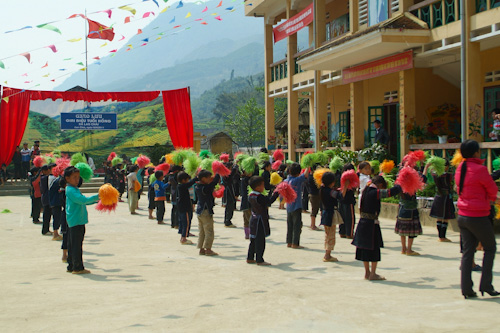 Hmong school children playing